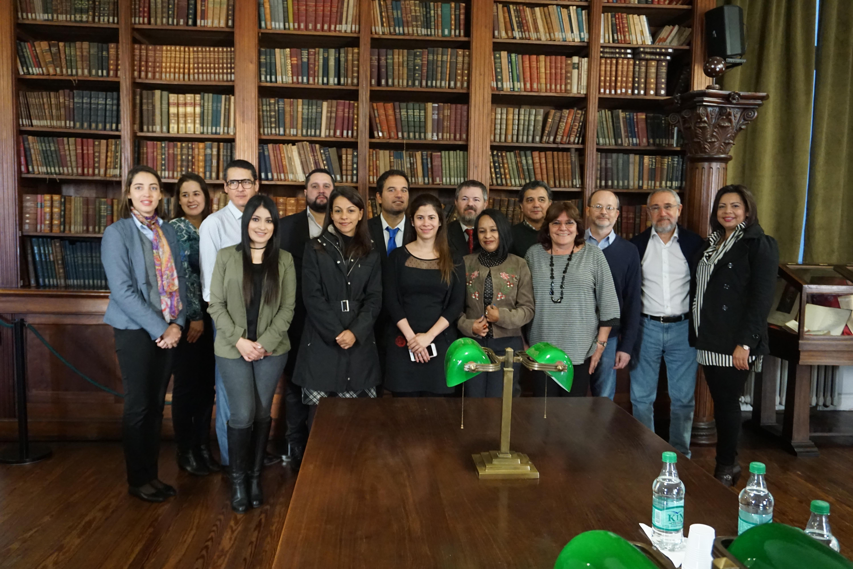 Foto oficial de cierre de la primera jornada con los participantes  y el director ejecutivo del INET, Leandro Goroyesky.