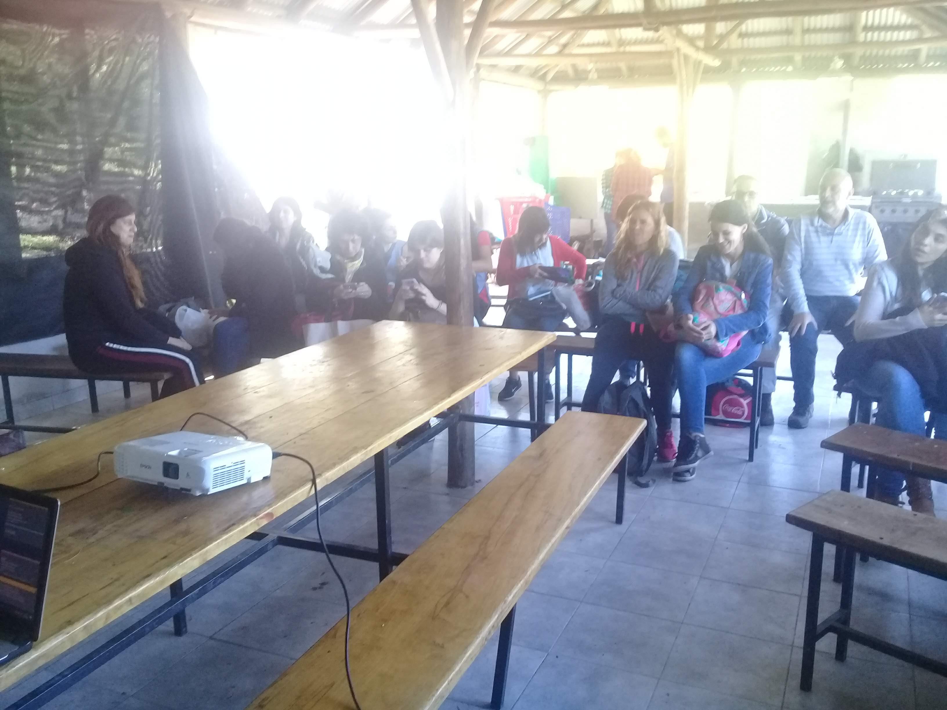 Taller de sericicultura en el ámbito educativo