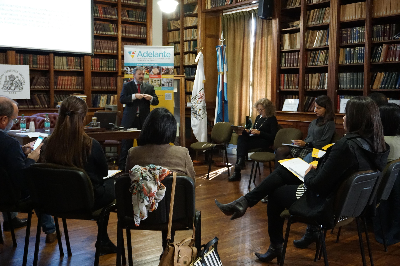 Marcello Vaccaro de INET presenta experiencia argentina como caso de estudio.