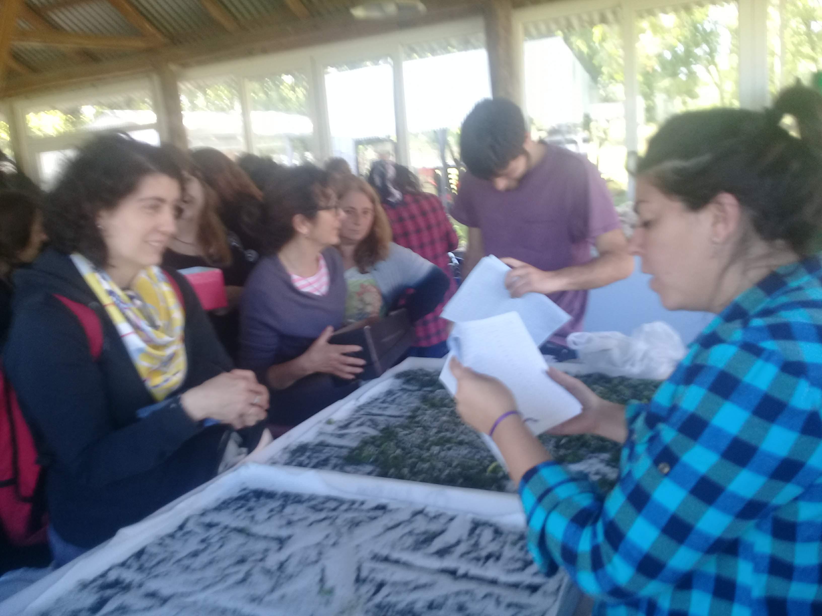 Los docentes recibieron larvas de gusanos de seda para iniciar actividades de capacitación con sus alumnos