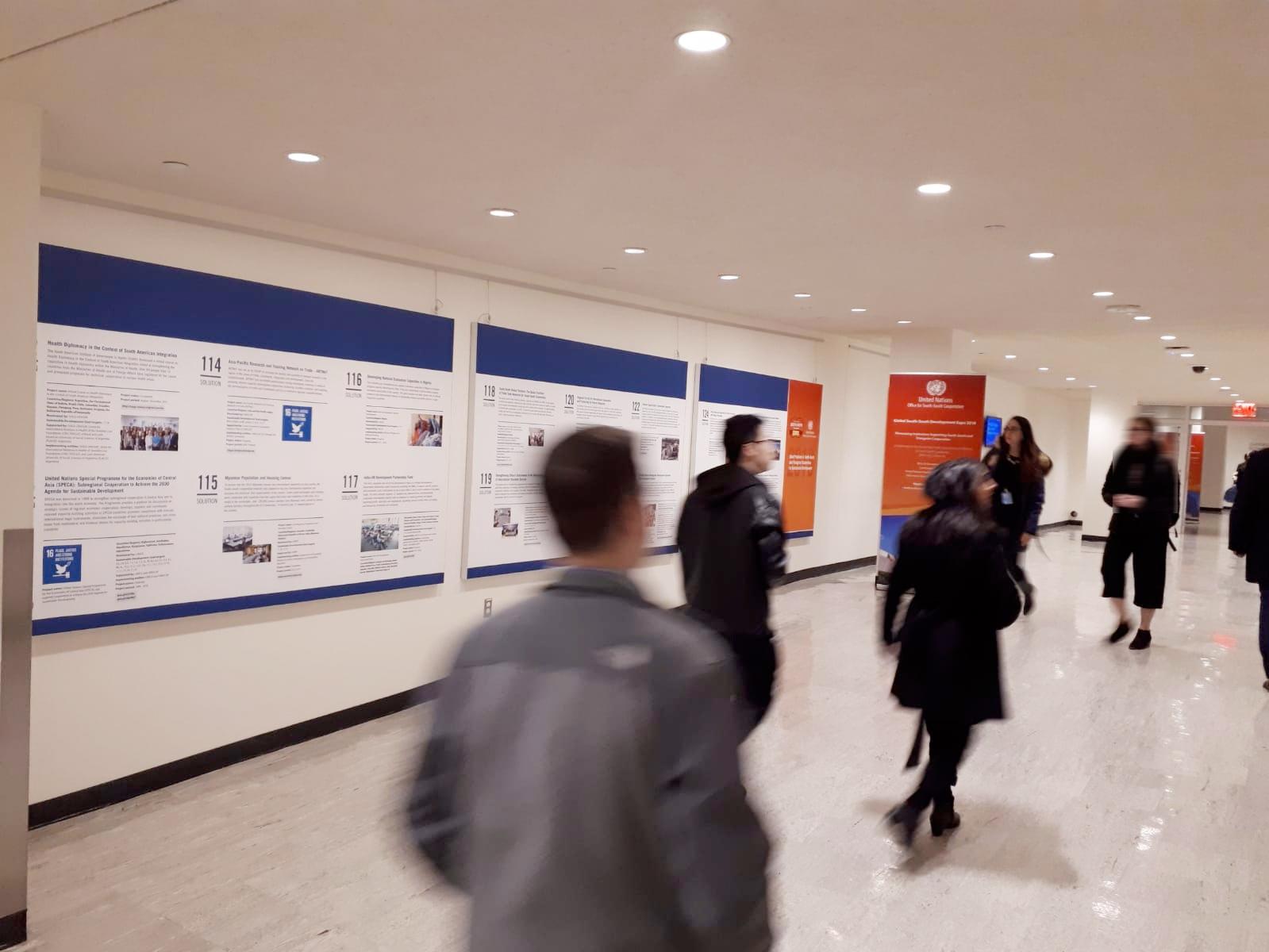 El espacio de exposición del GSSD2018 con carteles presentando los diferentes proyectos y programas de Cooperación Sur-Sur y Cooperación Triangular.