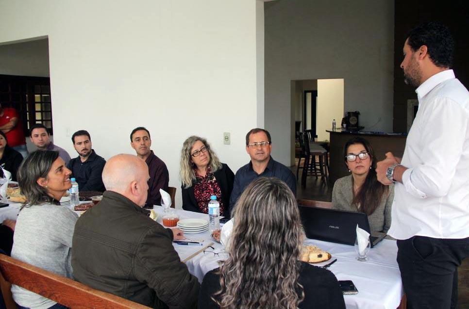 Desayuno de trabajo con Prefeito Adraino Castro y su equipo
