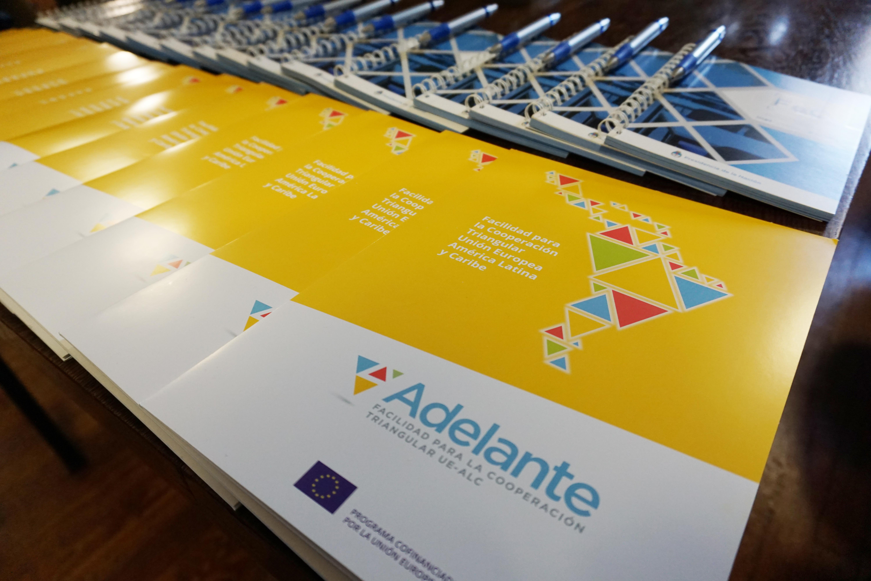 El proyecto Dialogas forma parte del Programa Adelante.