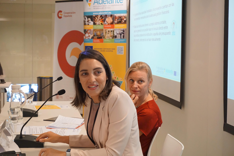 Laura Cabral (AT ADELANTE) y Karin Pouls (Delegación de la Unión Europea en Brazil)