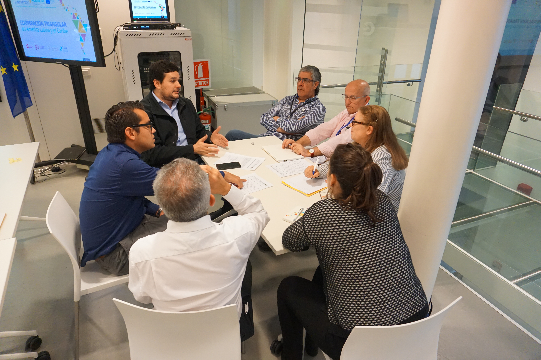 Sesión de trabajo interno en grupos