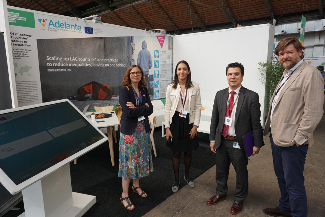 De izquierda a derecha: Leticia Casañ-Jensen (DG-DEVCO), Laura Cabral (AT), Claudio Salinas (DG-DEVCO) y Javier Gavilanes (AT).