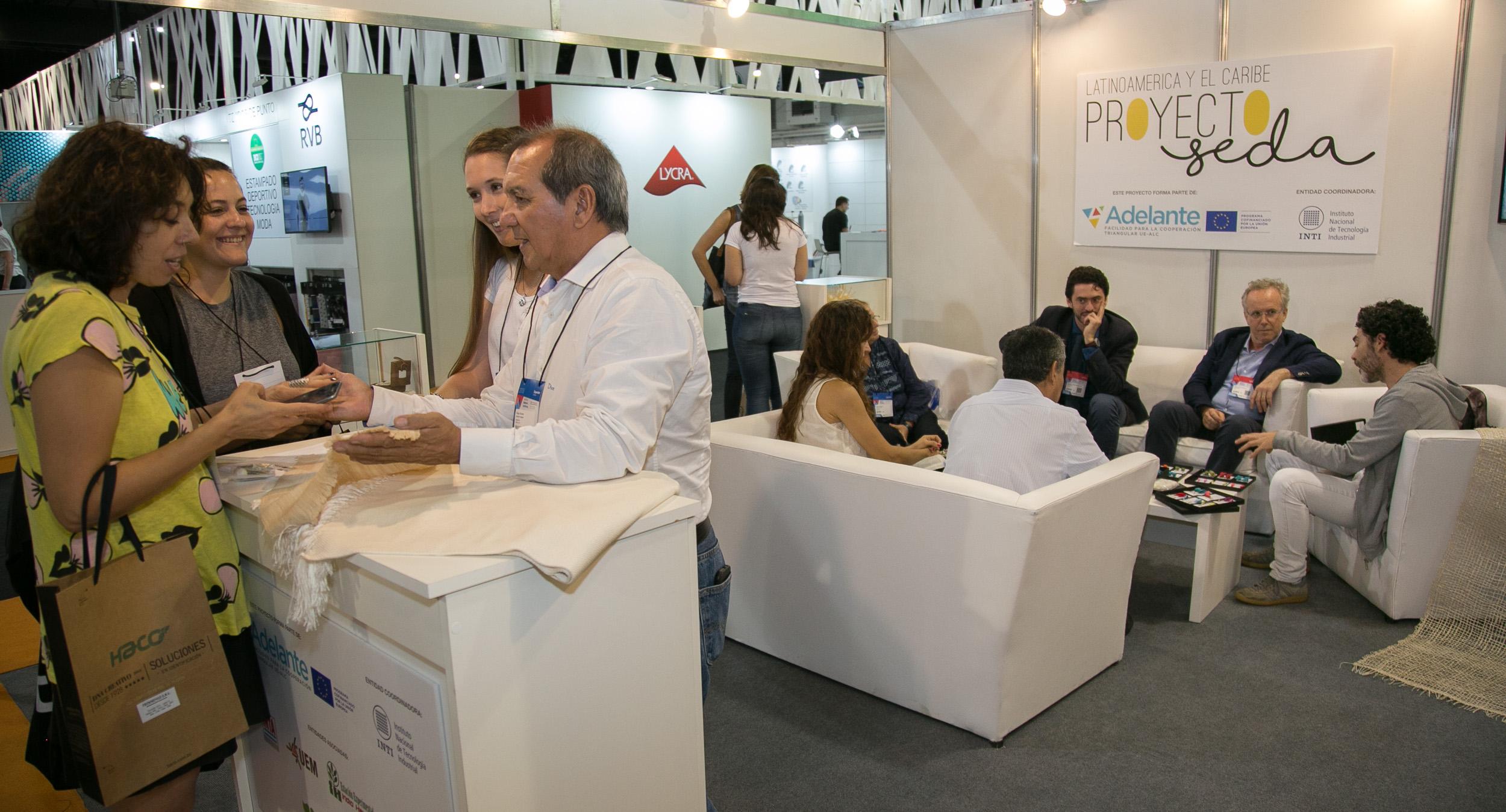 Emprendedores y profesionales intercambiaron conocimientos y establecieron redes de trabajo.