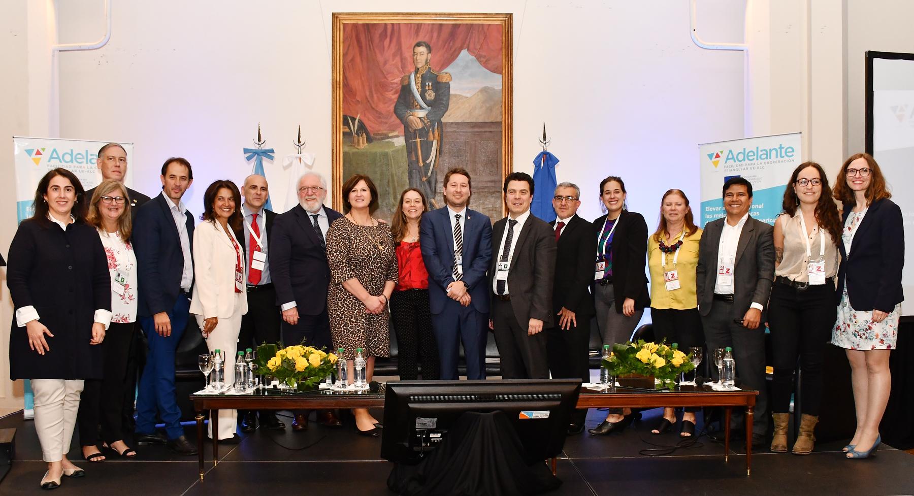 Foto de grupo con los varios intervenientes.