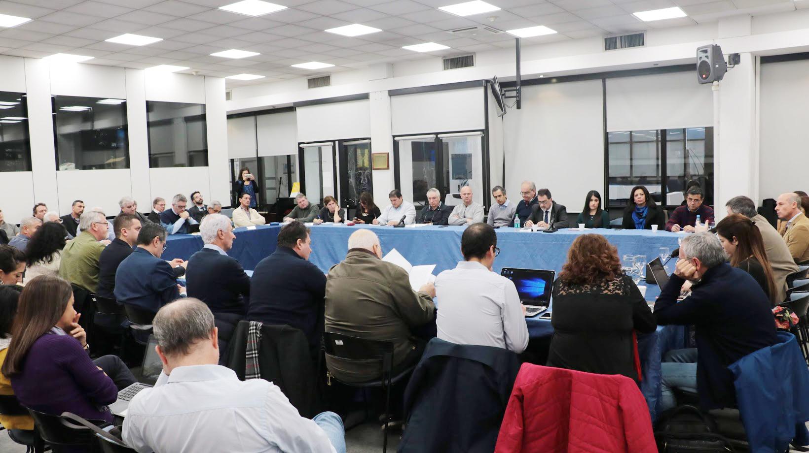 Los participantes del Taller 2 del Proyecto Dialogas asisten a una sesión del Consejo Nacional de Educación, Trabajo y Producción de Argentina (CoNETyP)