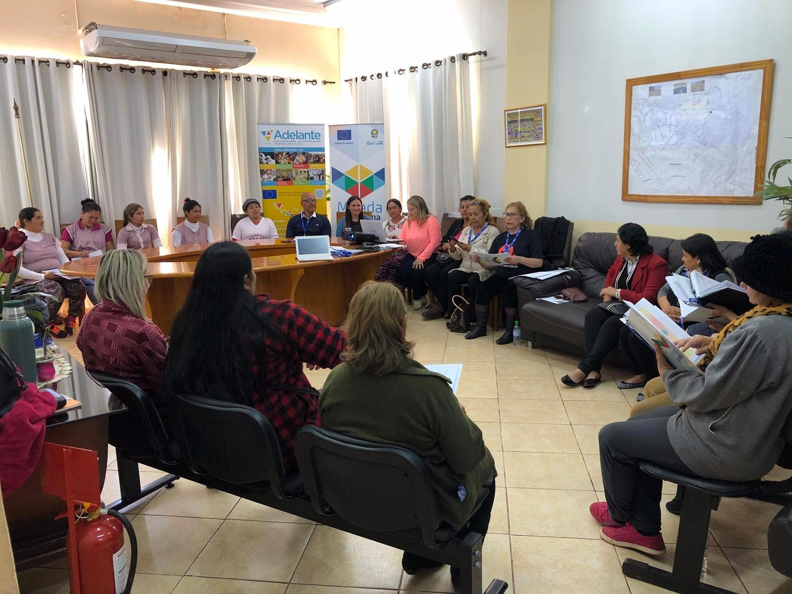 Sonia Gómez, referente de Género de Cerro Largo, impartió un taller de desarrollo personal orientado a mujeres emprendedoras del Municipio de Presidente Franco (Paraguay) que contó con la participación de más de 30 personas. Un buen ejemplo de transmisión de buenas prácticas entre los actores del proyecto.