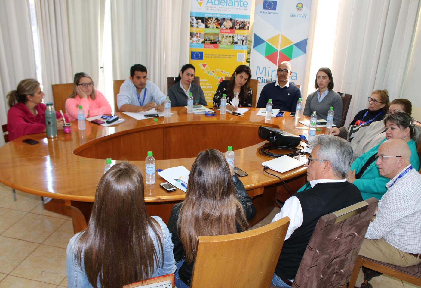 En el Municipio de Presidente Franco con los representantes del sector turístico, intercambiando sobre el potencial y las perspectivas de desarrollo del sector.